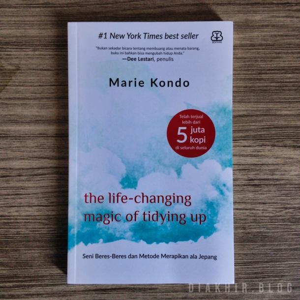 Buku karya Marie Kondo berjudul The Life-Changing Magic of Tidying Up: The Japanese Art of Decluttering and Organizing (diterbitkan oleh Ten Speed Press) yang diterjemahkan ke Bahasa Indonesia dengan judul The Life-Changing Magic of Tidying Up: Seni Beres-Beres dan Metode Merapikan ala Jepang (diterbitkan oleh Bentang Pustaka).